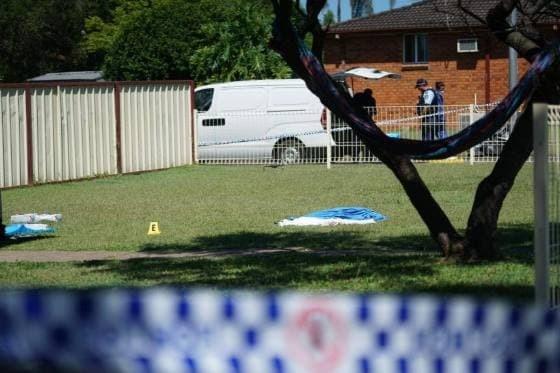 دختری که به قتل وحشیانه پدر با چاقو متهم شد