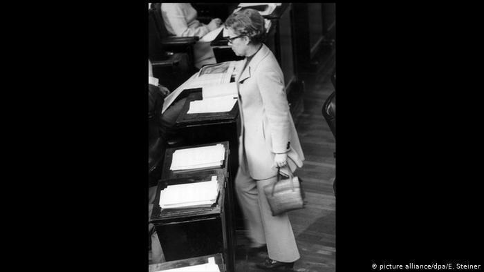 زنان آلمانی اجازه چه کارهایی را نداشتند؟