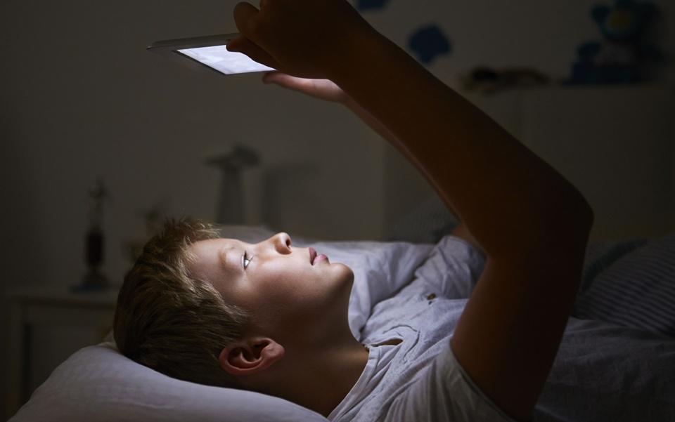 استفاده از گوشی پیش از خواب