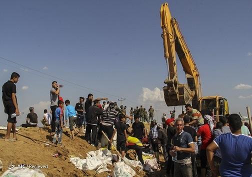 ساخت سیل بند در یکی از مناطق سیل گرفته خوزستان