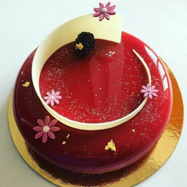 طرز تهیه سس براق یا سس آینهای فرانسوی برای کاور کیک