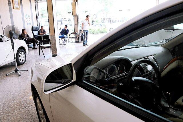 گزارش -قیمت خودرو در خودروسازی ها تغییر می کند؟/ نقش پررنگ مواد اولیه بر صنعت خودرو