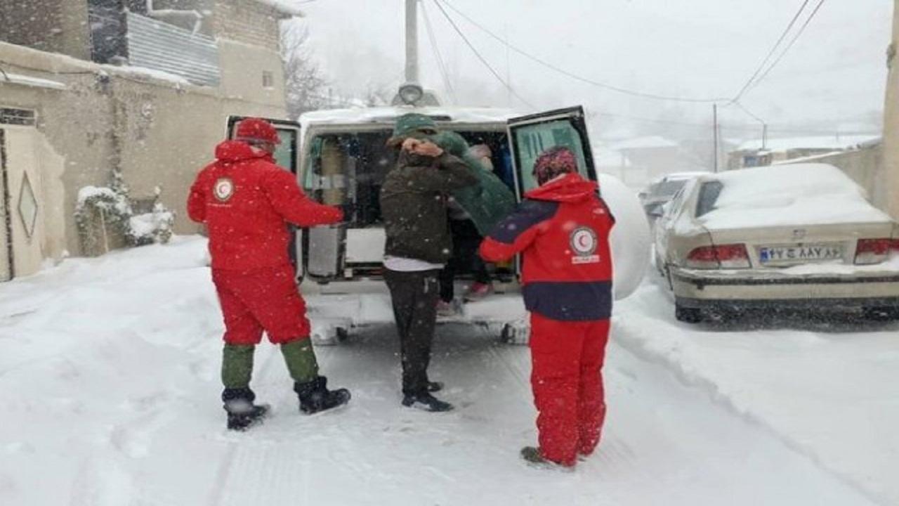 ۱۰۹ خانوار گرفتار در برف محورهای استان سمنان امدادرسانی شدند