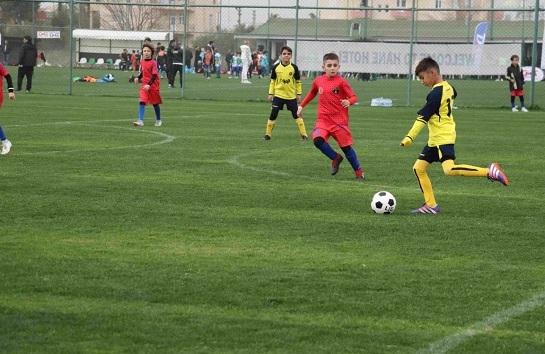 از بی ثباتی مدیریتی و پدیده دلالیسم تا بیتوجهی به فوتبال پایه؛ منتظر پیشرفت فوتبال پایه نباشید
