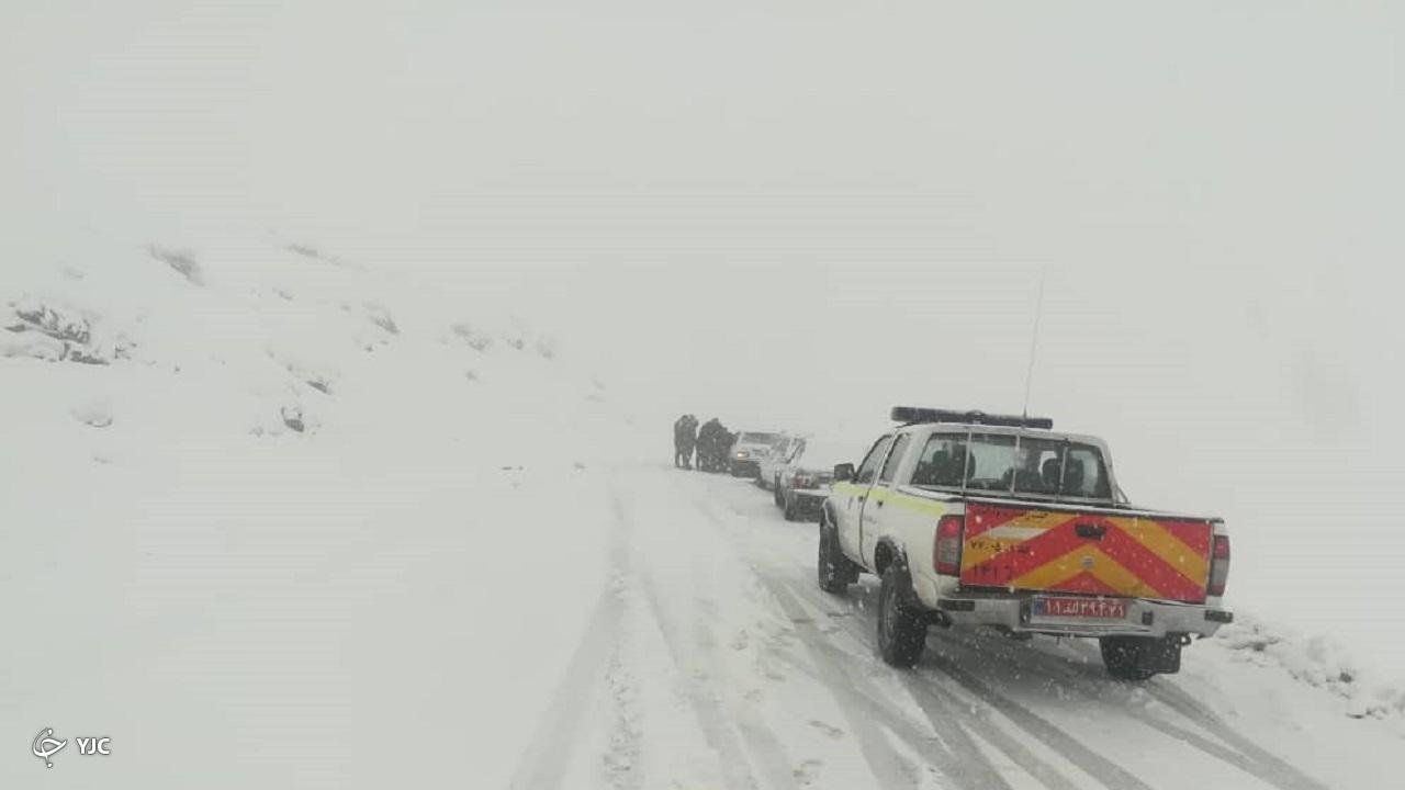 از مسدود شدن راه ارتباطی ۲۲ روستا در کوهرنگ تا امدادرسانی به ۲۰۰ خودروی گرفتار+تصاویر