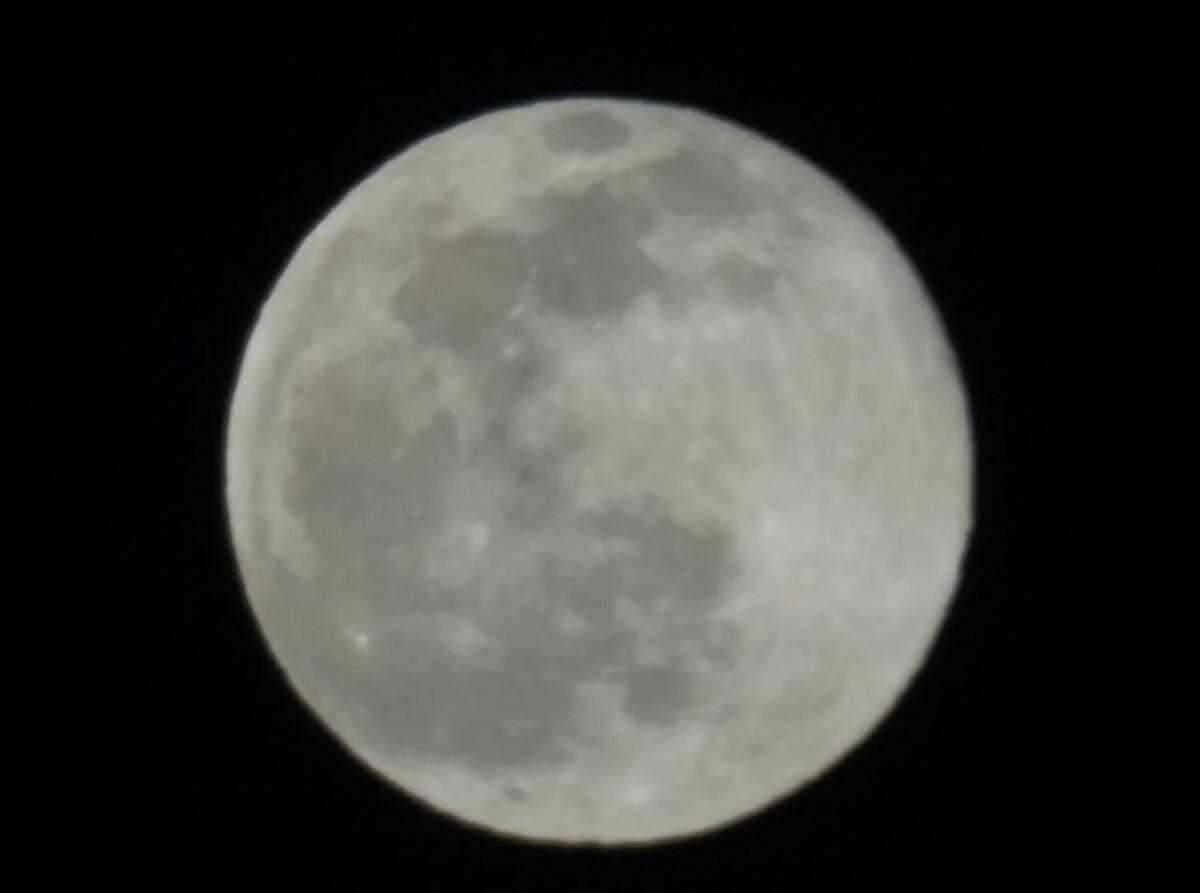 تصاویر گرفته شده از ماه با لنز 100X جعلی نیستند