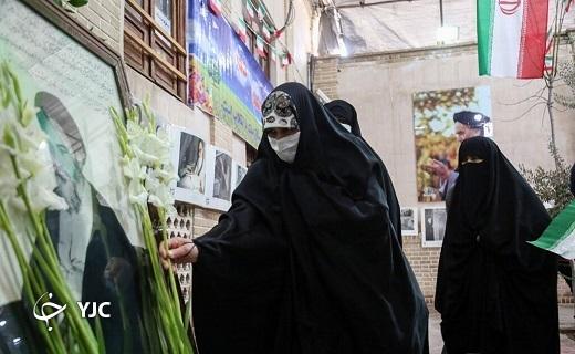بیت امام خمینی (ره)در قم گلباران شد +تصاویر
