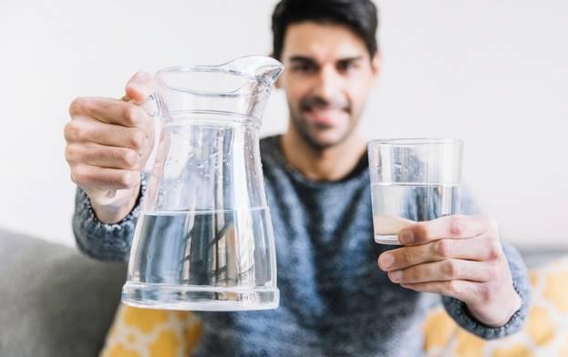معجزه نوشیدن آب با معده خالی
