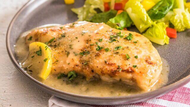 ۲ روش آماده کردن مرغ لیمویی آبدار و خوشمزه بدون فر و در فر به روش رستورانی