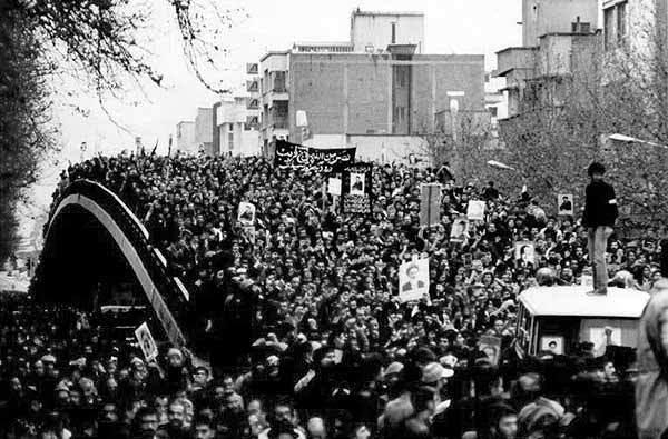 مهمترین اتفاقات ۱۴ بهمن ۱۳۵۷ چه بود؟/ خداحافظ بختیار، سلام بازرگان