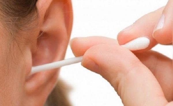 بهترین راه برای برطرف کردن موم و جرم گوش چیست؟