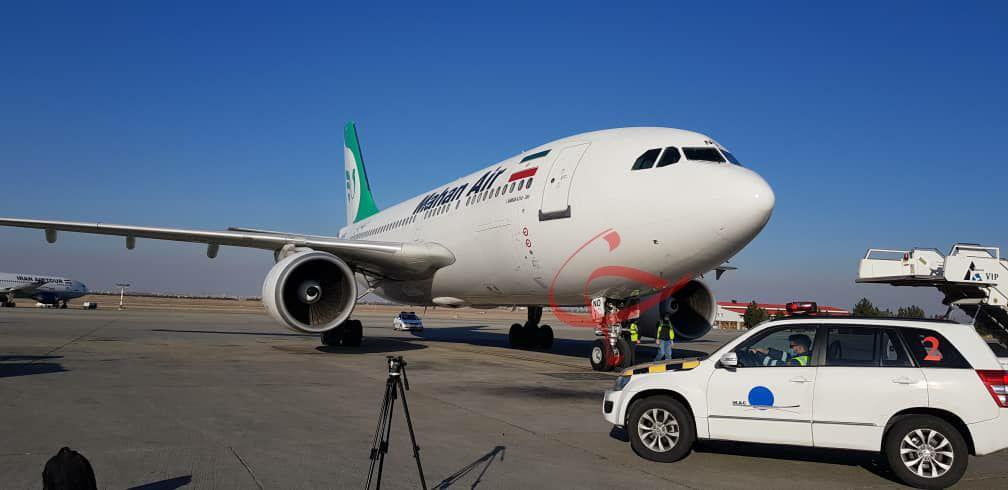 هواپیمای حامل واکسن روسی به زمین نشست