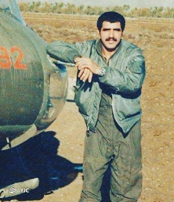 خلبان ارتشی که به حای رفتن به پادگان اعلامیههای امام را تکثیر کرد