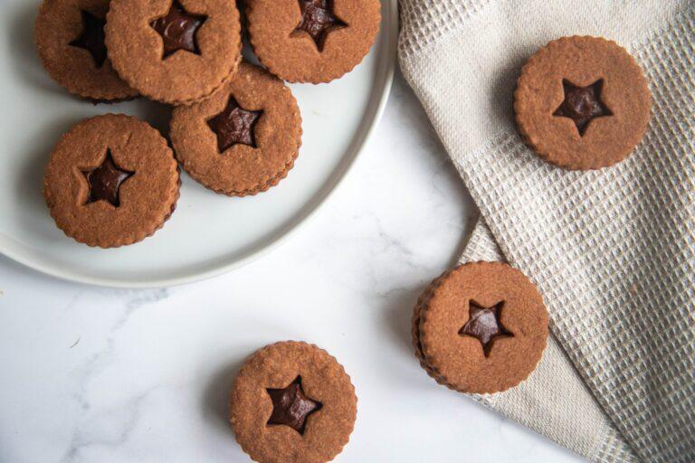 ۴ روش تهیه بیسکویت خانگی ساده و شکلاتی در فر و بدون فر + بیسکویت رژیمی