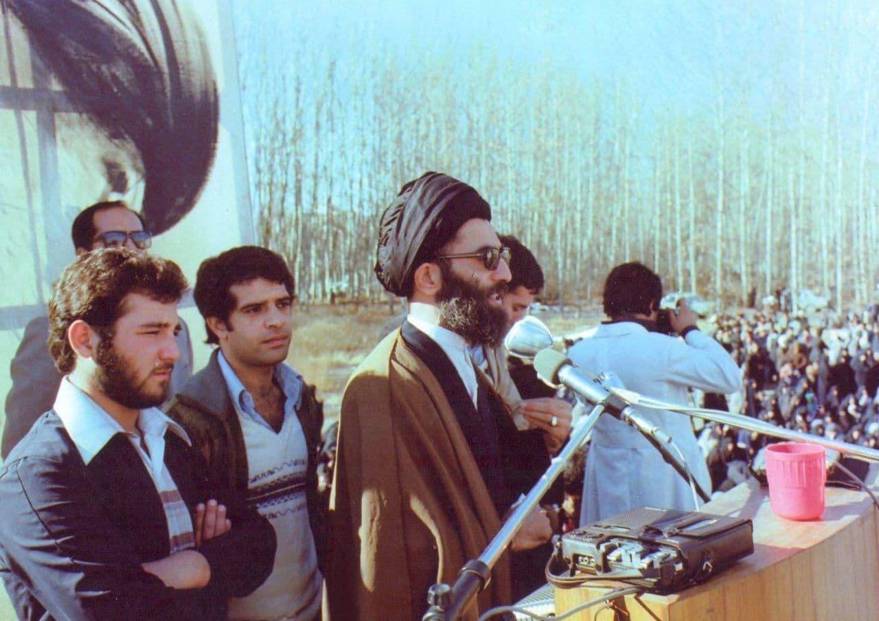 سخنرانی رهبر معظم انقلاب در جمع تحصن کنندگان بیمارستان امام رضا ( ع) در دوران پهلوی+عکس