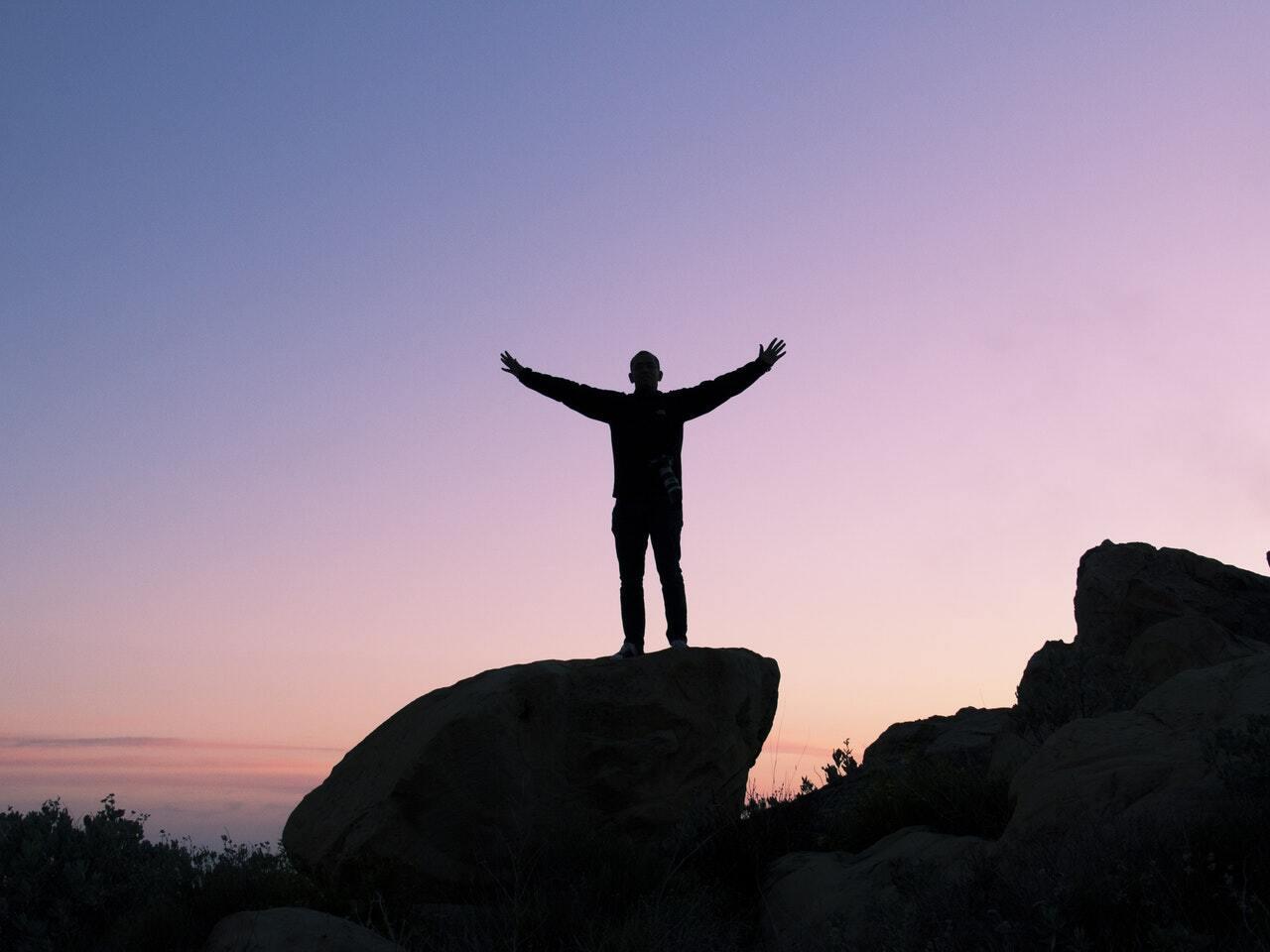 ۹ عامل موفقیت برای رشد شخصی: حرکت به جلو برای رسیدن به بهترین زندگی