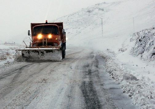 امدادرسانی به خودروهای گرفتار در برف