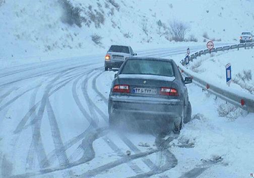 بارش برف و کولاک راه ۷۵ روستای تکاب و میاندواب را بست