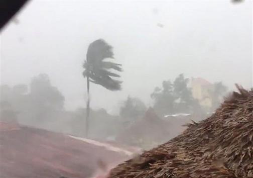 طوفان طبس و حاجی آباد را درنوردید