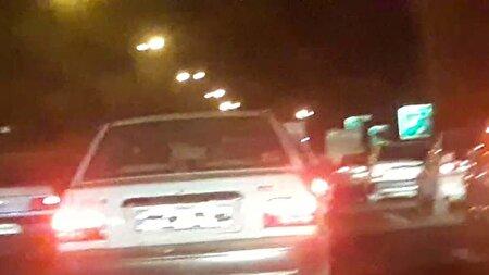 قانونشکنی علنی یک راننده با چند تکه نوارچسب + فیلم