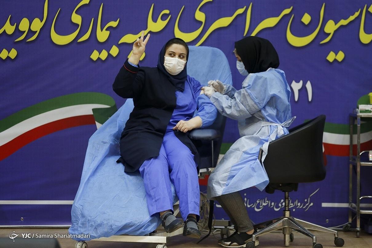 آغاز واکسیناسیون کرونا در ایران/ اولین واکسن به فرزند وزیر بهداشت تزریق شد