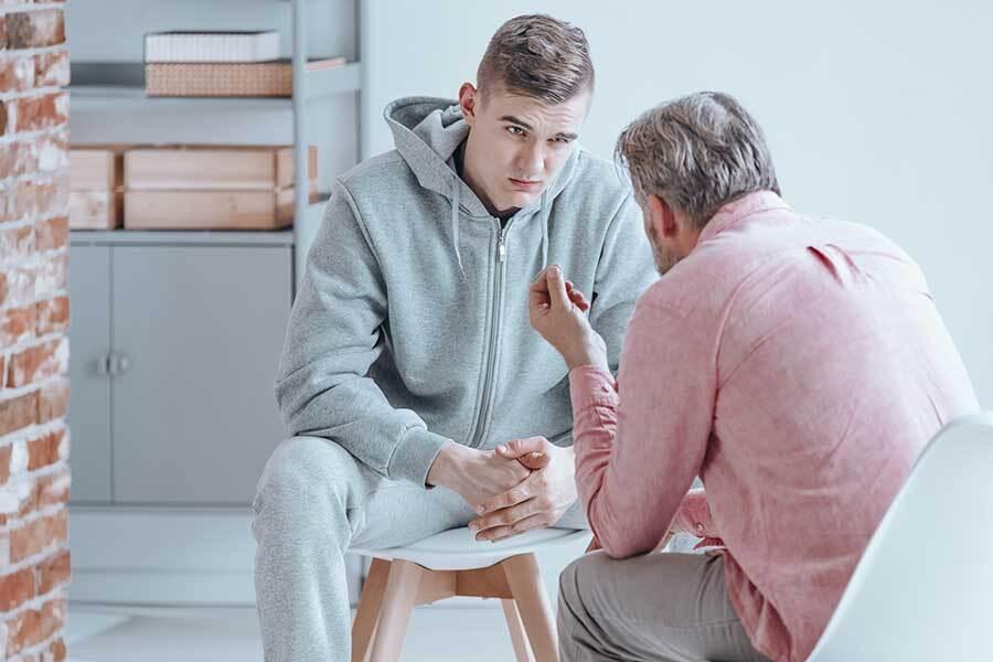 چگونه به یک نوجوان در شرایط بحرانی کمک کنیم؟