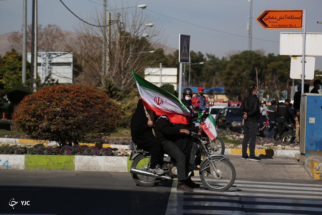 راهپیمایی موتوری و خودروی مردم فارس در راهپیمایی ۲۲ بهمن ماه