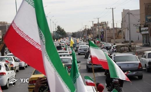 آغاز حرکت نمادین سالروز پیروزی انقلاب در یزد+ تصویر