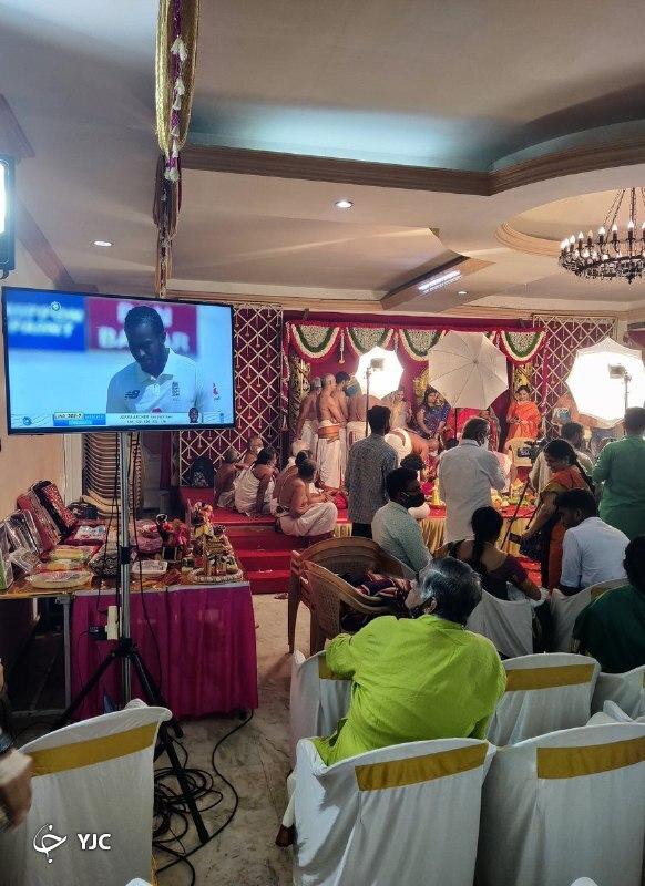 تماشای مسابقه کریکت وسط جشن عروسی!