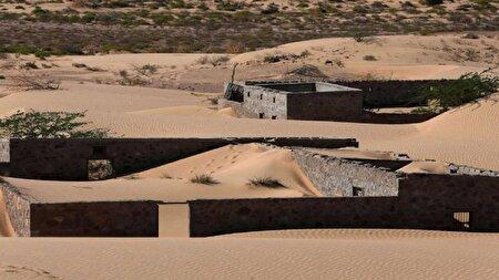 کشف روستای سنگی پس از طوفان ماسهای در عمان + تصاویر