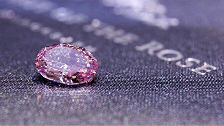 کشف یک قطعه الماس کمیاب و گرانبها که ۲۳ میلیون دلار قیمت خورد!
