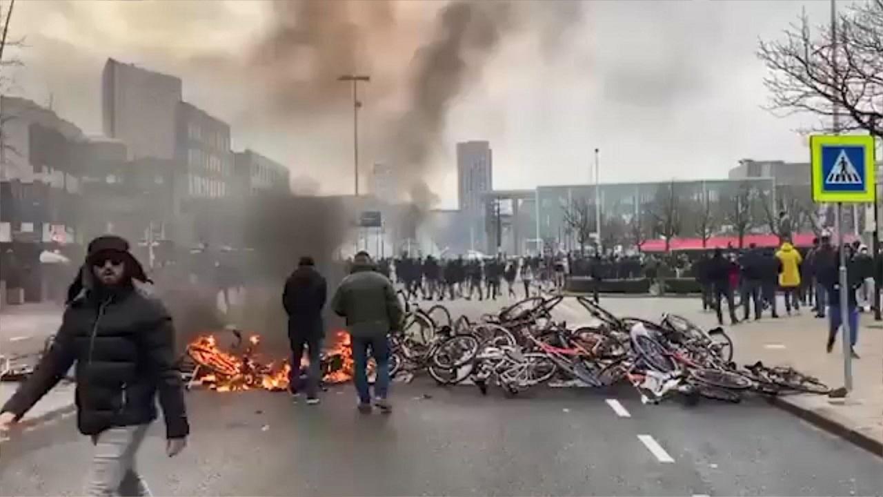 درگیری میان پلیس هلند و معترضان به محدودیتهای کرونایی 04