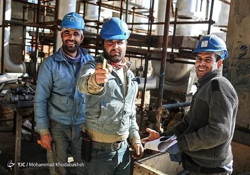 کارگران مشغول به کار در پالایشگاه بید بلند خلیج فارس