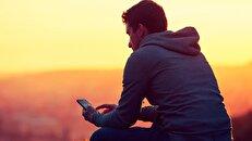 چرا احساس ناراحتی و تنهایی میکنیم؟