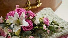 معنی رنگ گل هایی که در مراسم تدفین استفاده می شود
