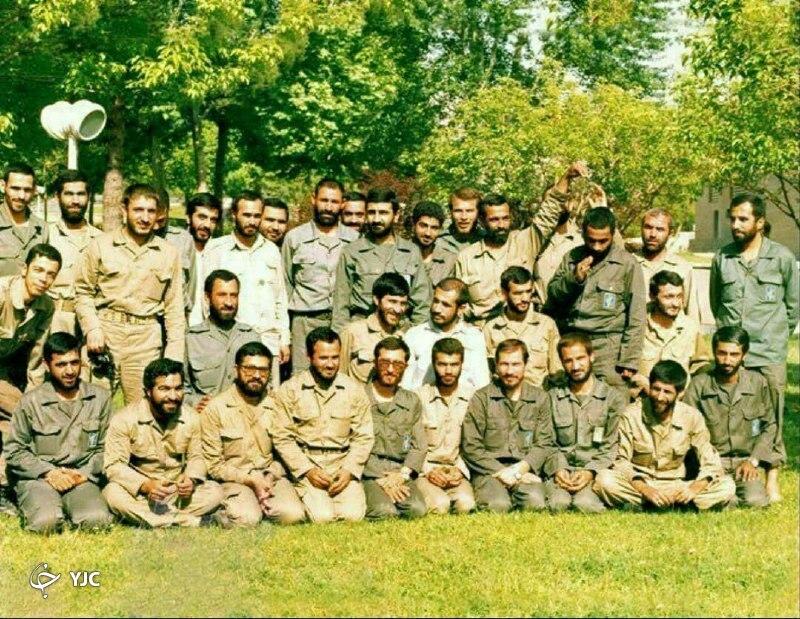 حاج قاسم در کنار فرماندهان دفاع مقدس