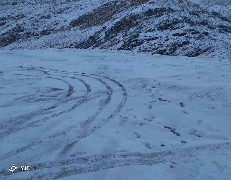 برف در محور شهداد
