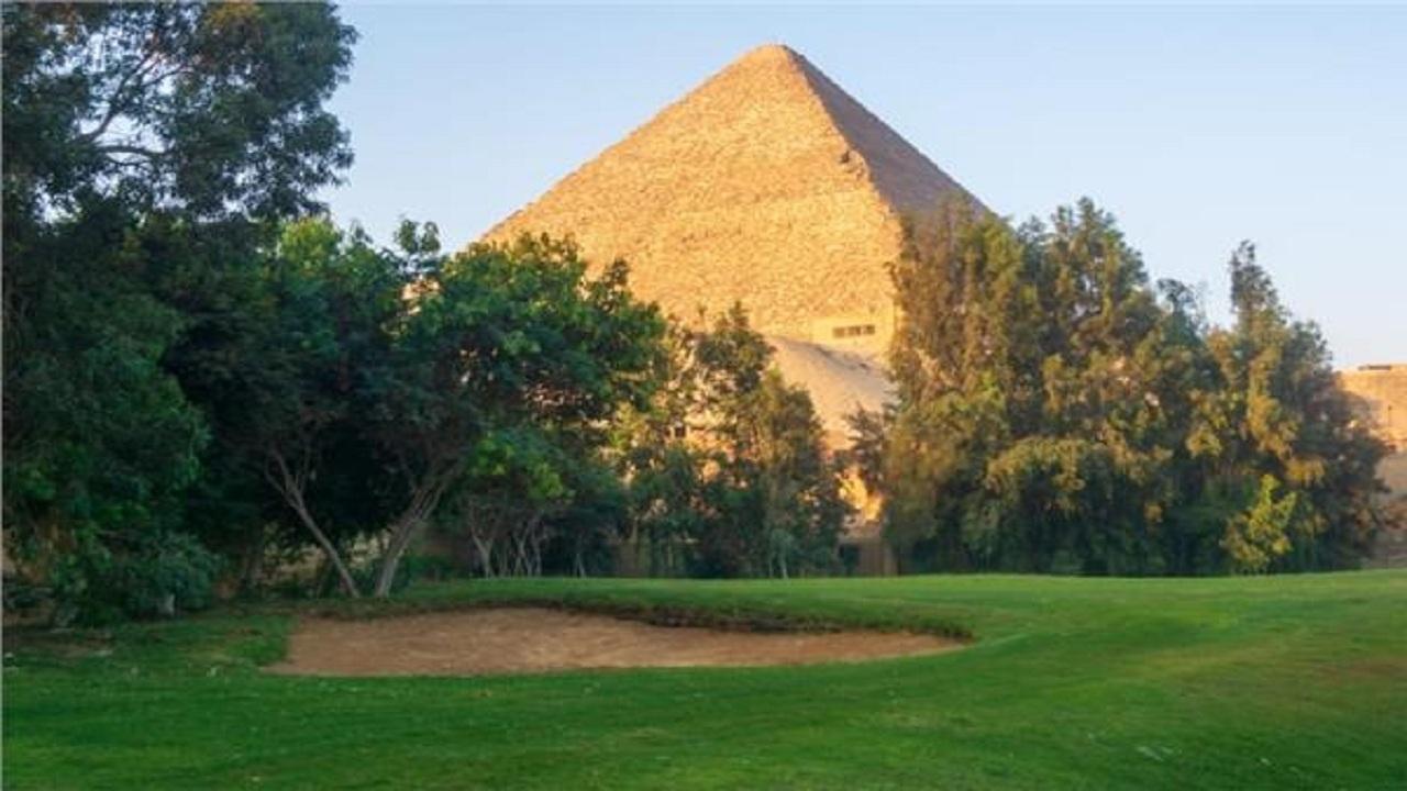 نخستین زمین گلف ۱۰۰ ساله آفریقا در کنار اهرام مصر
