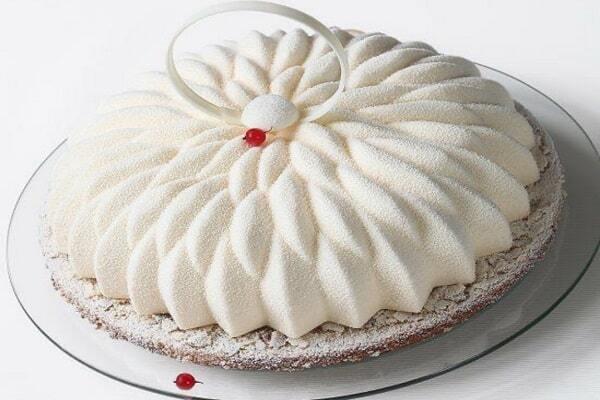 آموزش مخملی کردن کیک و دسر؛ زیبا و مجلسی + تصاویر