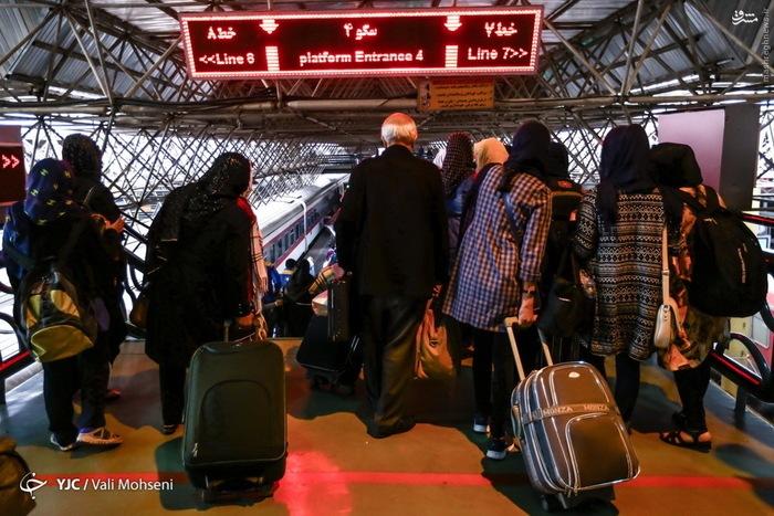 بلاتکلیفی مردم برای سفرهای نوروز ۱۴۰۰/ تبلیغات تورهای گردشگری با اوج گیری کرونای انگلیسی