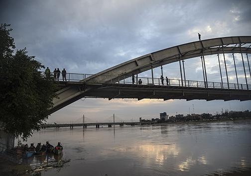 پلی به نام سفید اما با رسمی سیاه/