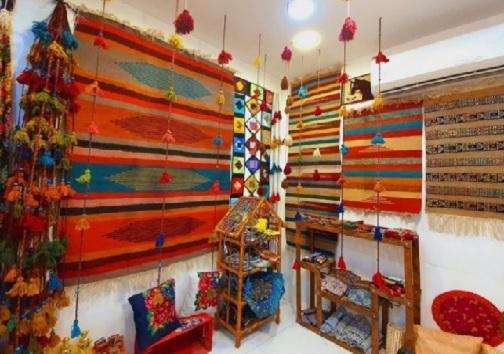 رنگین کمانی از جنس پشم و پنبه/ جاجیم بافی، هنری اصیل که نیازمند حمایت است