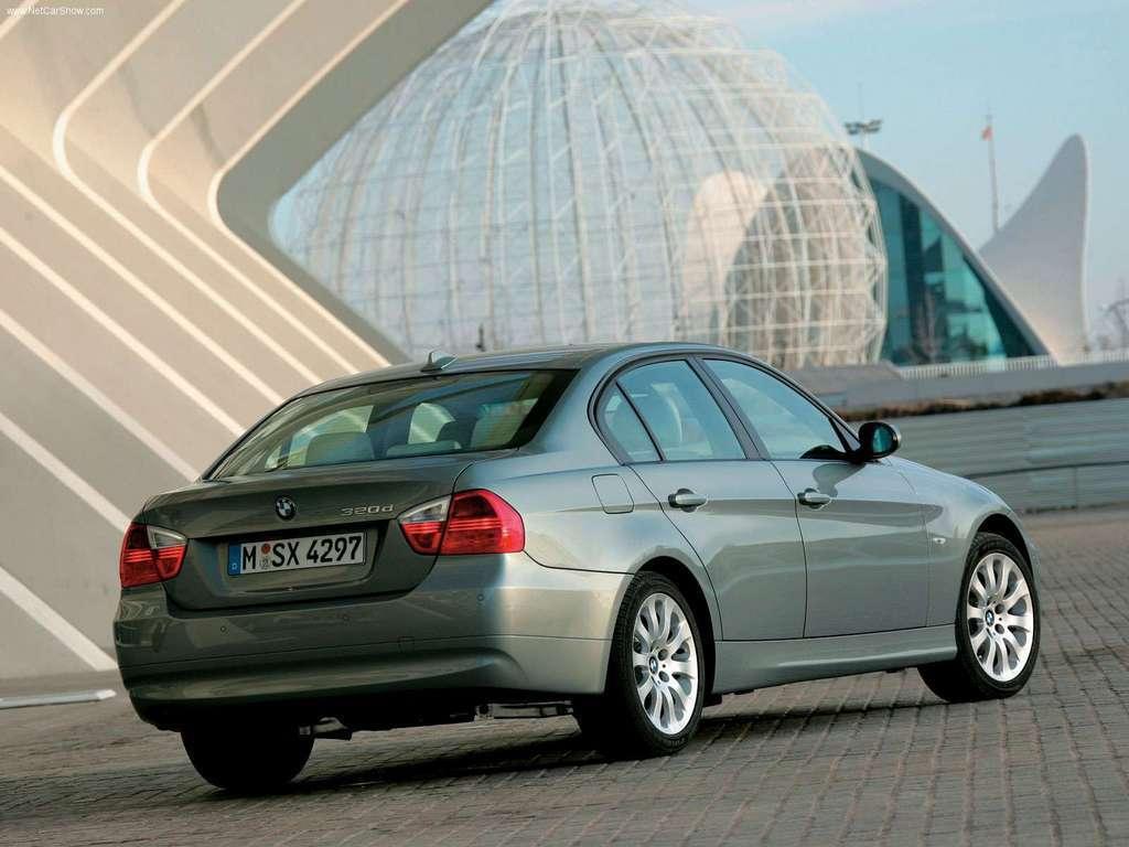 مقایسه مرسدس بنز E230 با ب ام و 320i + مشخصات فنی