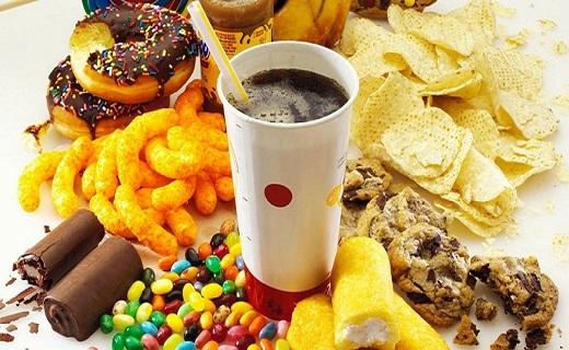 خوراکیهایی که بیشتر از شکلات به دندانهای شما آسیب میرسانند