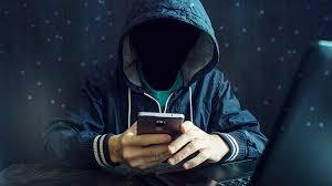 5 ترفند روانشناختی که هکرها برای فریب شما در بارگیری پرونده ها استفاده می کنند