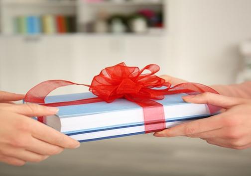 عیدی دادن کتاب یعنی ترویج فرهنگ کتابخوانی یا حال گیری ؟