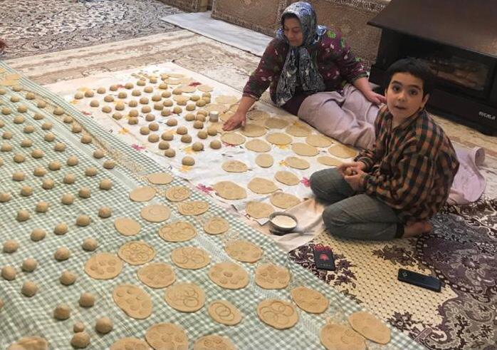 پخت کلوچه سنت دیرینه شهرستان ملایر/ سالانه ۲۵ میلیون کلوچه در ملایر تولید میشود