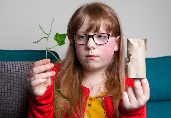 ذختر بچه اب با بیماری نادر خوردن مواد غیر غذایی