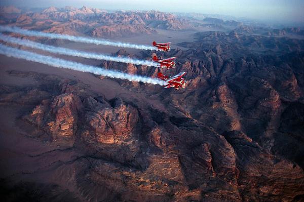 نمایش هوایی هواپیماهای شاهین در عکس روز نشنال جئوگرافیک