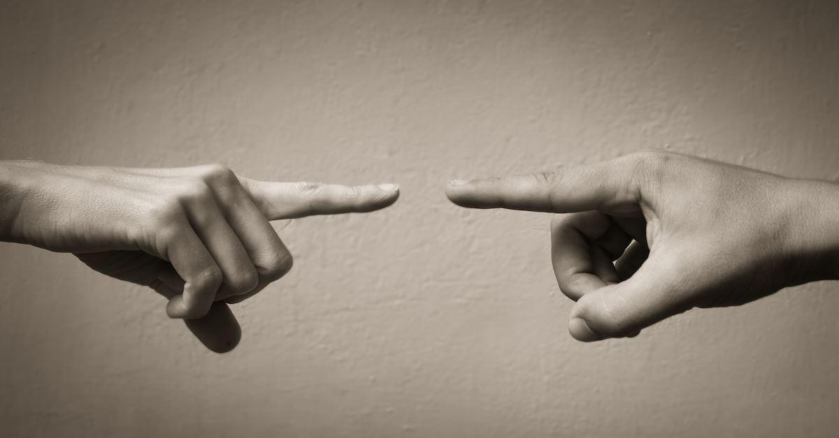 چرا حرف برخی از افراد را باور میکنیم؟